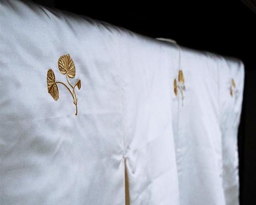 衣桁に掛けた式服